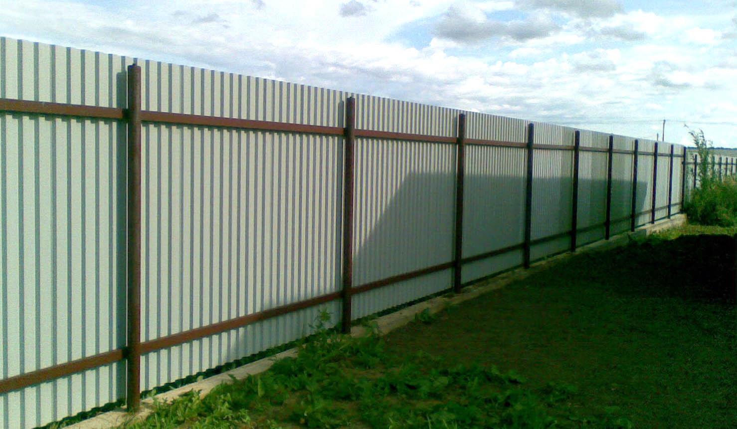 построить забор из железа листового цена