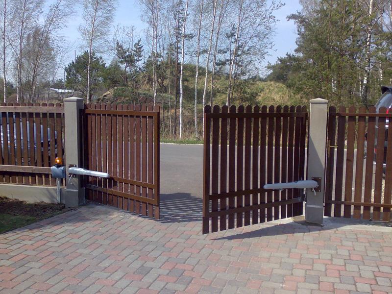 Деревянные ворота из штакетника