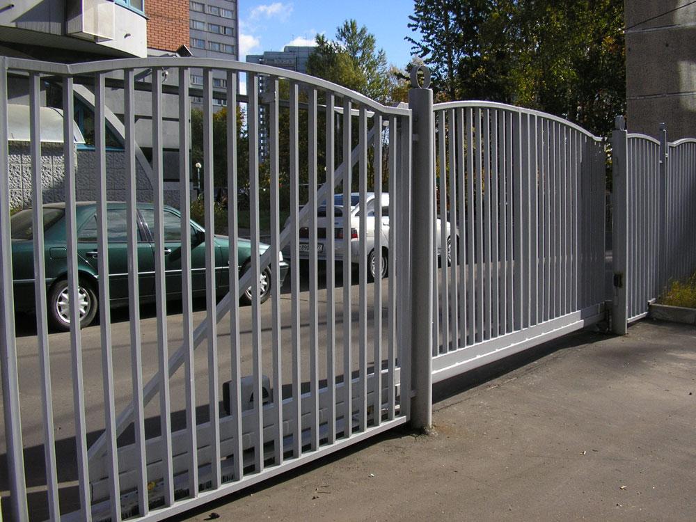 Откатные ворота из профтрубы
